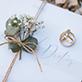 Ringfoto mit Papeterie und Blumen